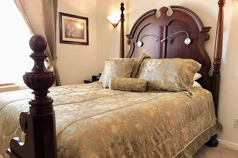 four poster queen bed in Classic Room
