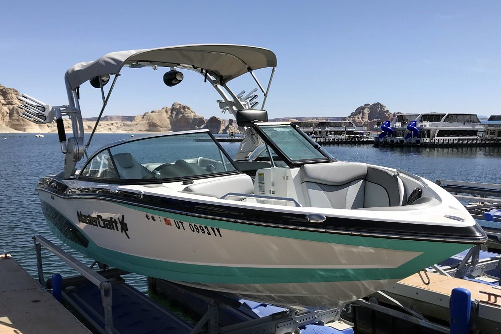 Mastercraft x10 Wakesurf Boat Rental at Wahweap Marina Lake Powell