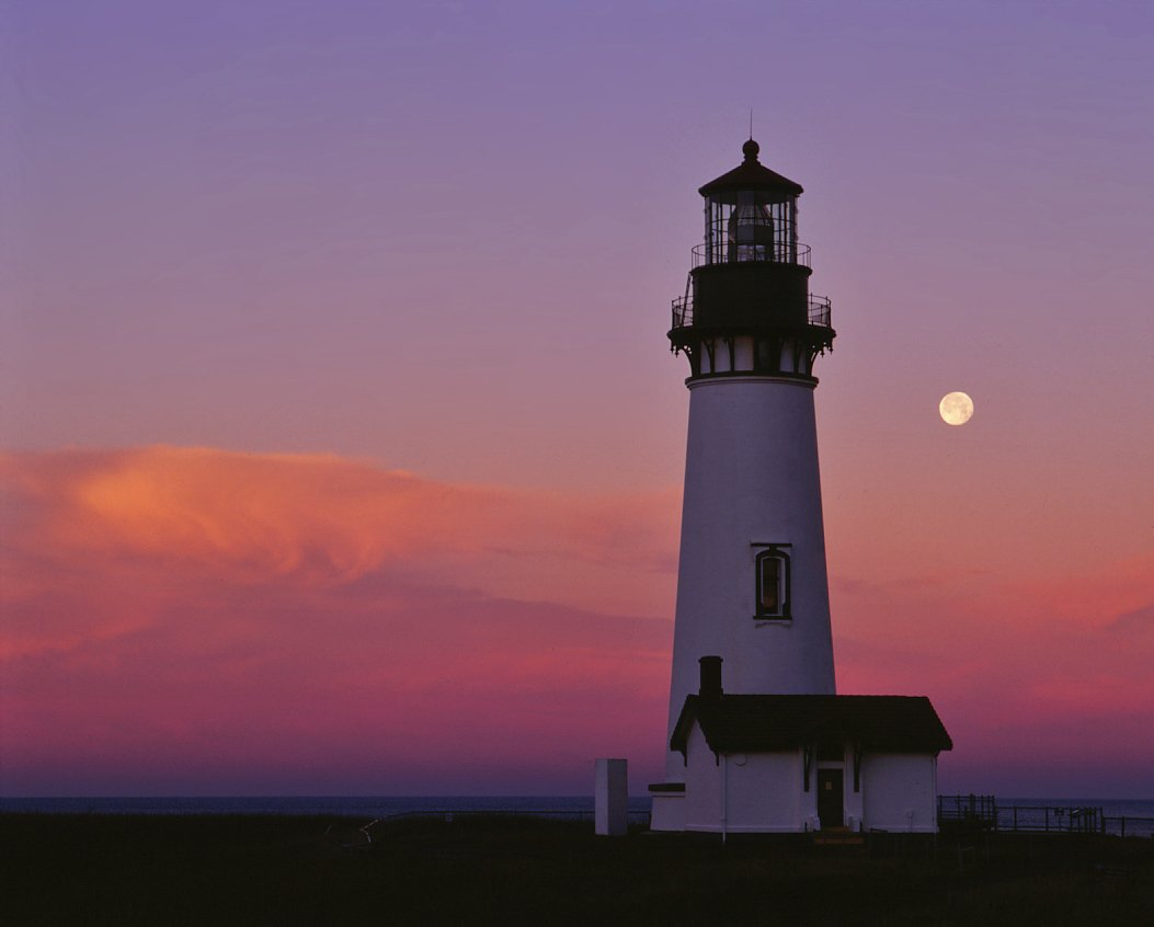 Yaquina Head Lighthouse at sunrise