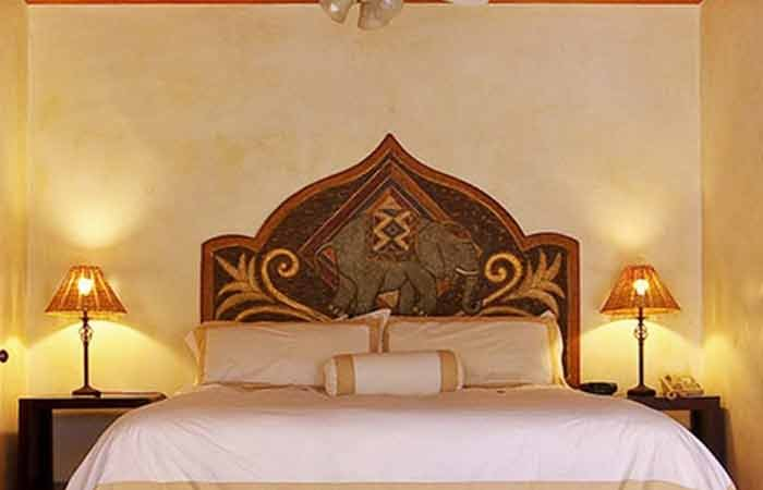 Bed at Emerald iguana Inn