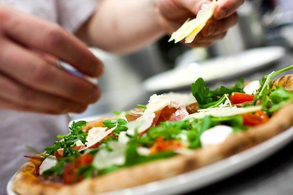 Hotel Seacrest restaurants making pizza
