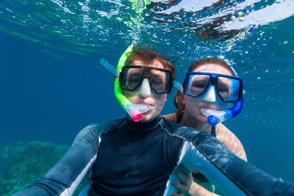 Hotel Seacrest couple snorkelling selfie