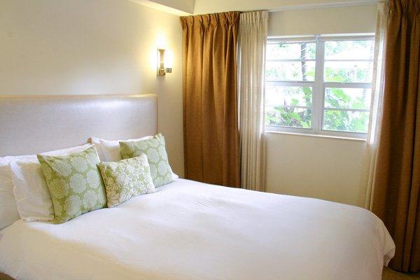 Hotel Seacrest Garden Room bed