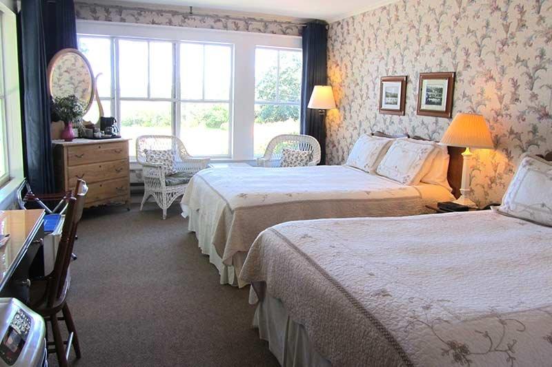 Harbourview Inn double queen bed room