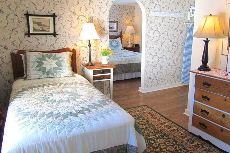 Harbourview Inn room with a queen and single bed