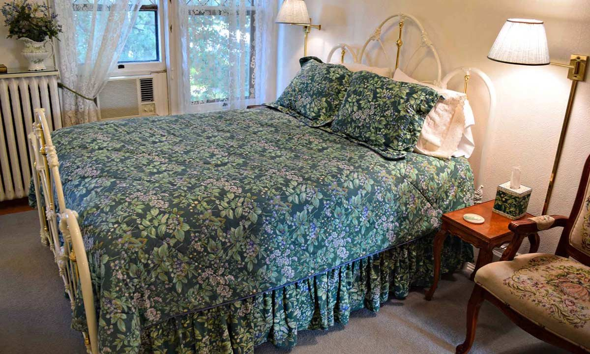 Cassatt Room bed