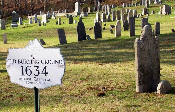 Ipswich Inn area old burying ground 1634 old graveyard gravestones