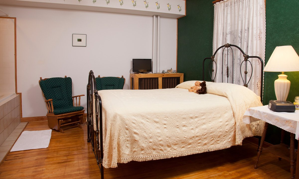 Sawyer House Lady Slipper room bed