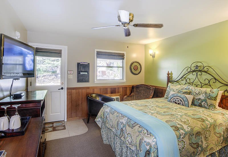 Evergreen 1 Bedroom Queen Room