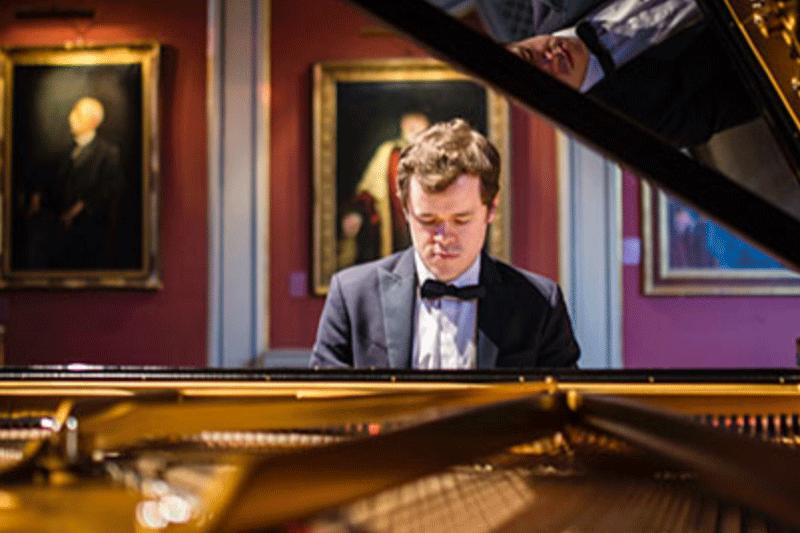 Pianist Grosvenor at Sunset Center
