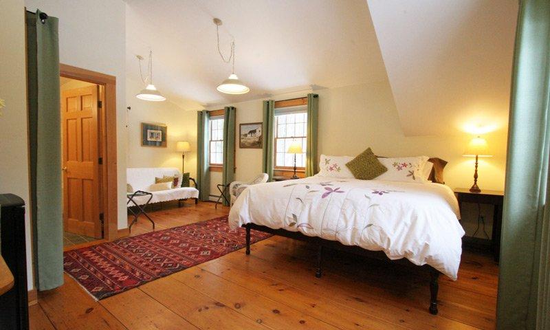 Old Saco Inn Emma's Loft Room Bed