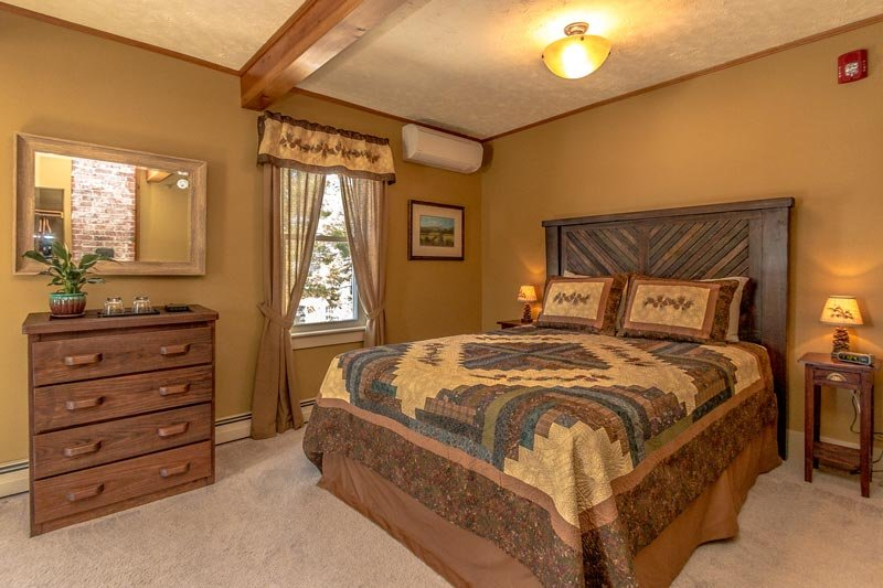 White Birch Inn Mt. Washington room bed
