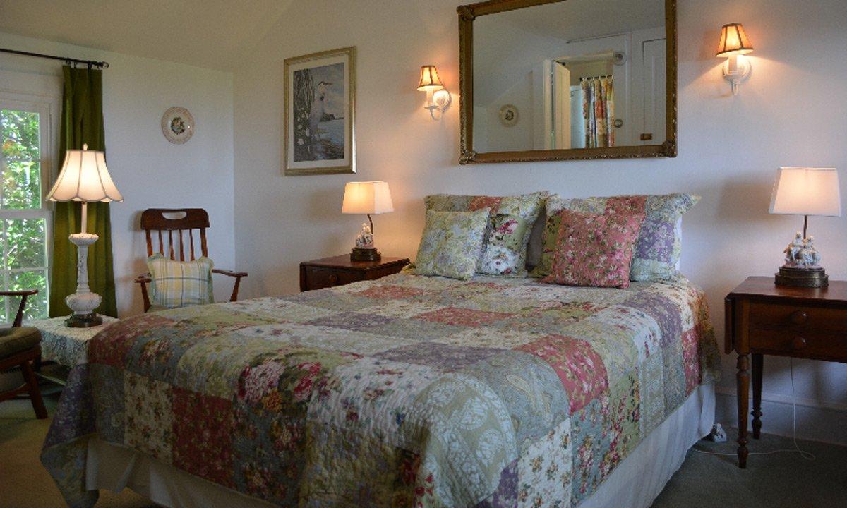Black Walnut Point Inn Talbot Room bed