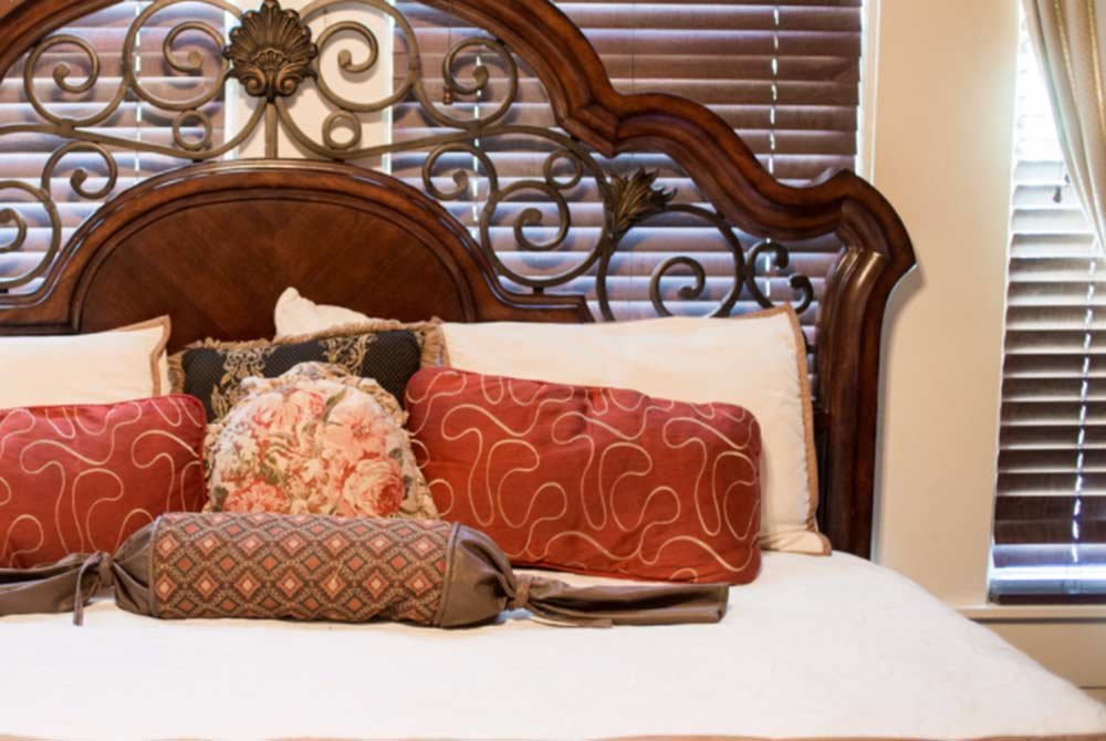 king bed with pillows
