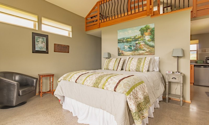 Roya Vineyard Cottages Chardonnay Cottage Bed