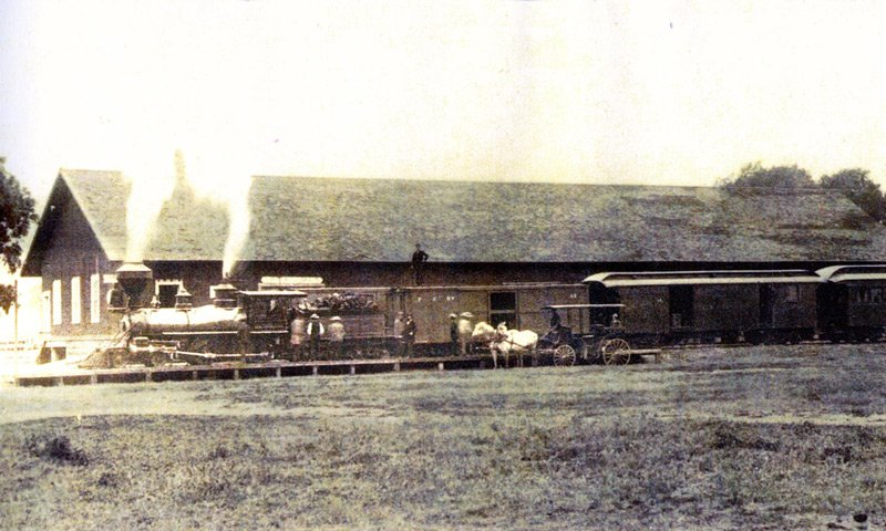 historic photo of Los Alamos train station