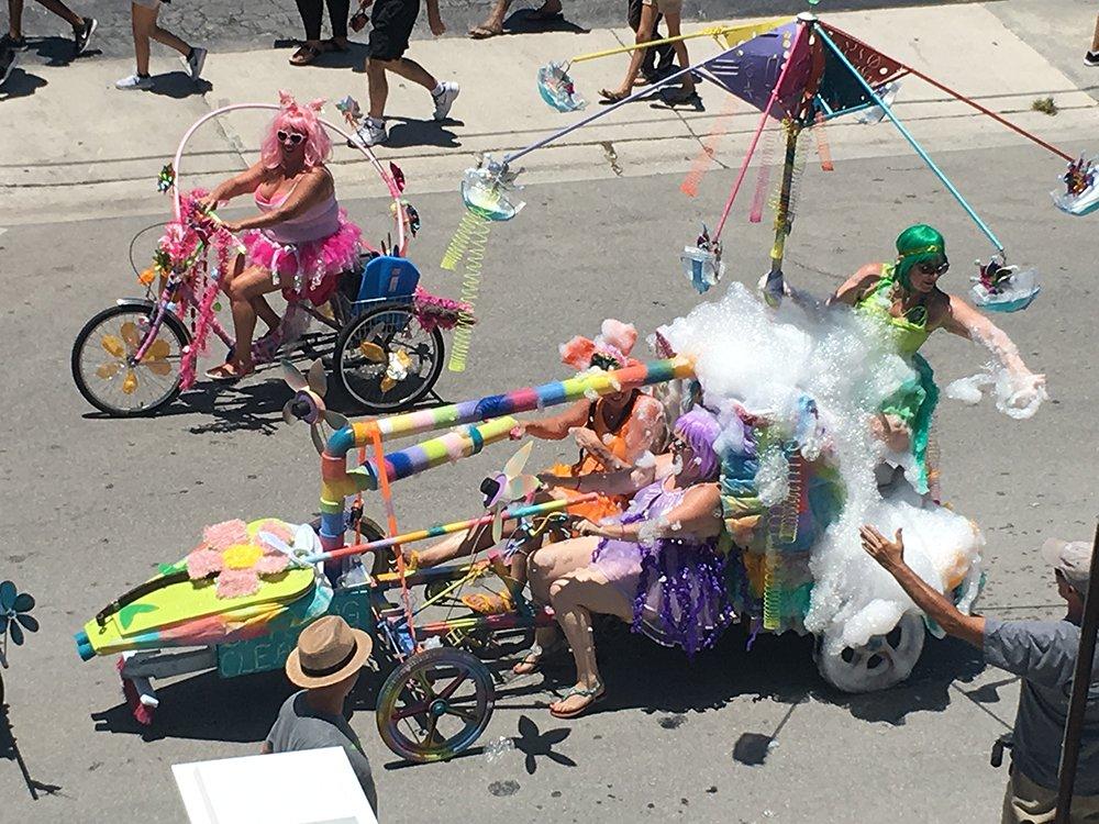 Papio kinetic parade