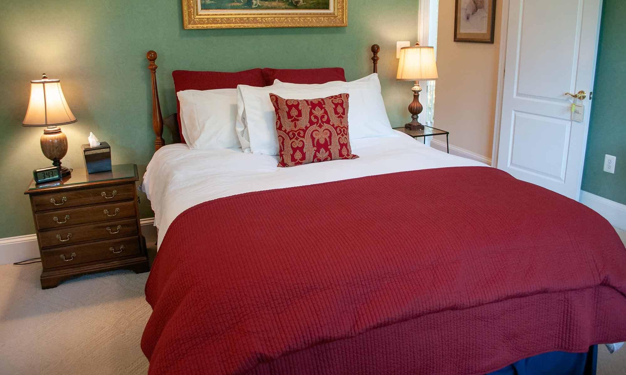 Queen bed between lamps