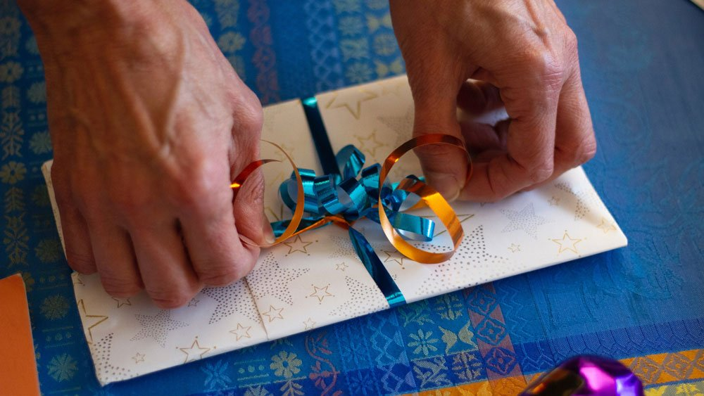 gift wrapping envelope
